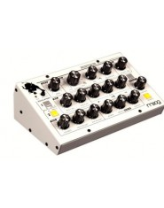 MOOG MUSIC MINITAUR WHITE